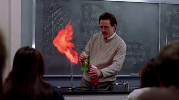 1x01_-_Walt_teaching_chemistry