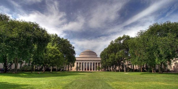 massachusetts-institute-technology-mit-killian-court-great-dome-campus